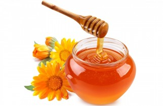 Cleansing face with honey
