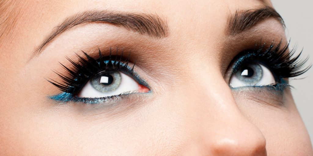 Individual eyelashes, cluster eyelashes, strip eyelashes or natural methods for longer eyelashes?