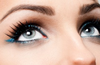 Individual eyelashes, cluster eyelashes, strip eyelashes or natural methods for longer eyelashes