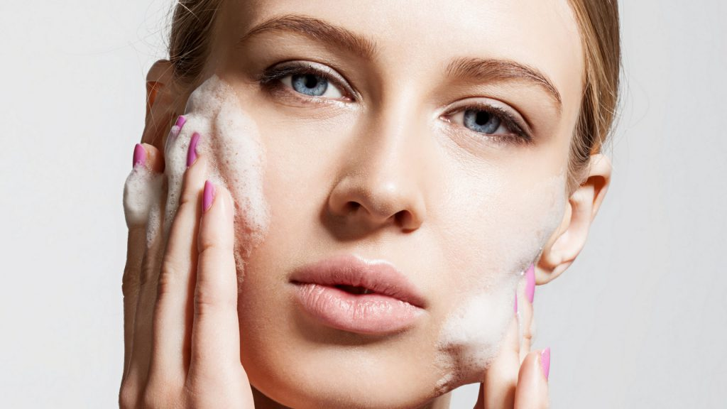 Gentle face cleansing – how to cleanse the face the right way without irritating