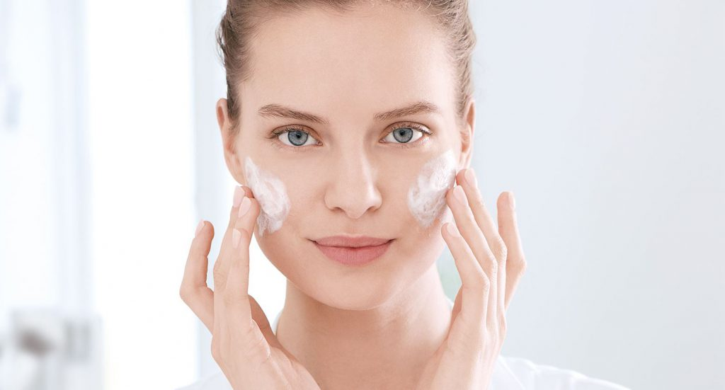 Acne skin care. Tips and tricks on how to fight blemishes and blackheads