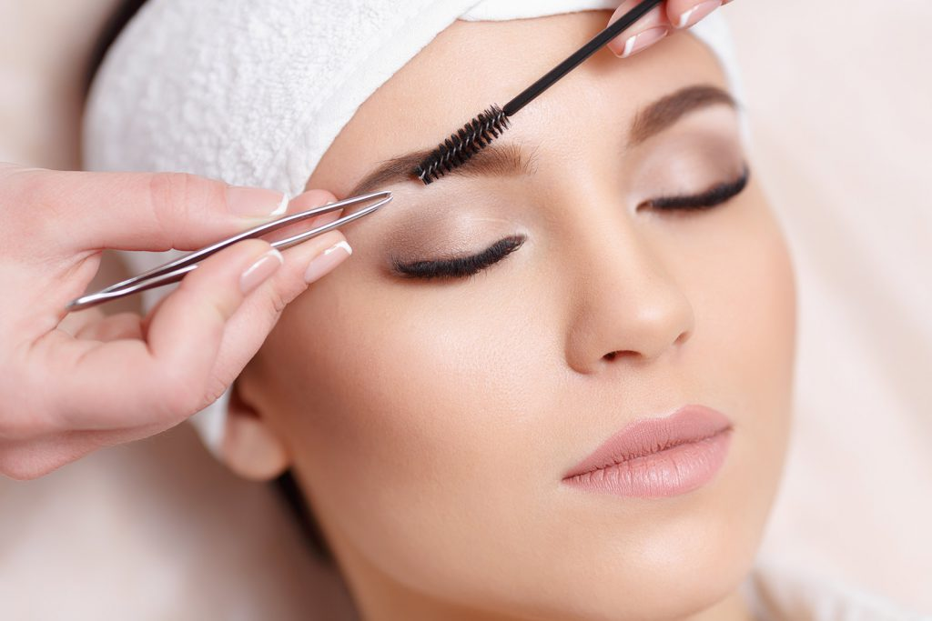 How to make your eyebrows perfect? Painless eyebrow shaping