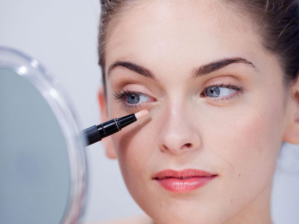 How to apply concealer to eye area? Tested application methods