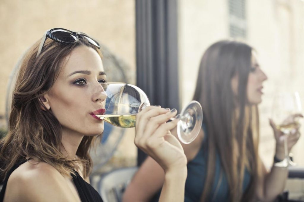 Does alcohol mar beauty? Alcohol influence on skin, hair and nails