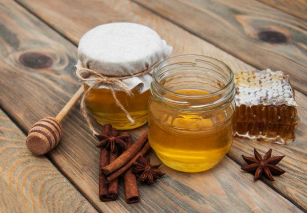 Should you add honey to cosmetics? Recipes for homemade honey beauty products